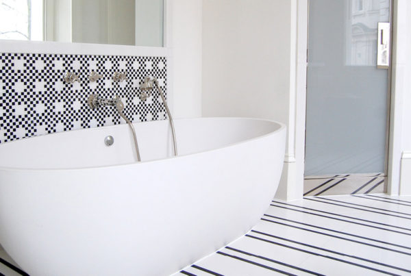 Bagno in marmo bianco